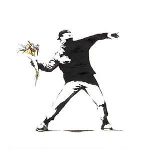 Banksy pierde la batalla de marcas registradas por su famosa imagen de lanzador de flores