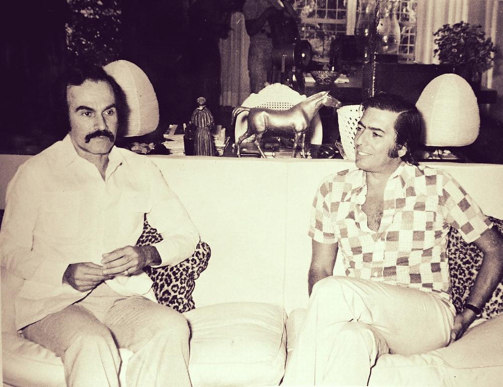 """1975. Fernando Peña Defilló cuando el escritor peruano, Mario Vargas Llosa lo entrevistó para el documental """"Después de Trujillo"""" por Jacques Renoir."""