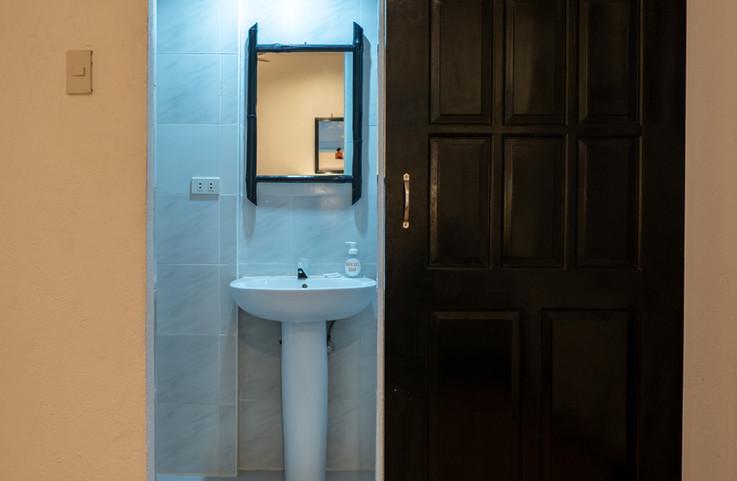 Room 17 Bathroom - P1008307.jpg