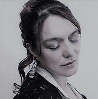 Ana de Alba. Cantante Componiendo Vino Wine Not México