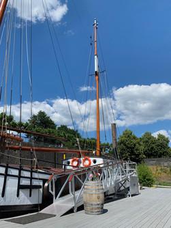 Voorwaarts Sailboat Medienhafen Rent
