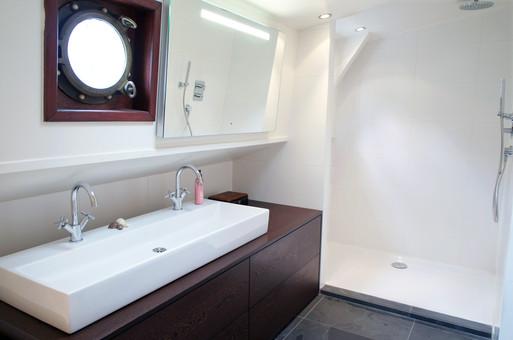 Luxe barge Badezimmer Kopie.jpg