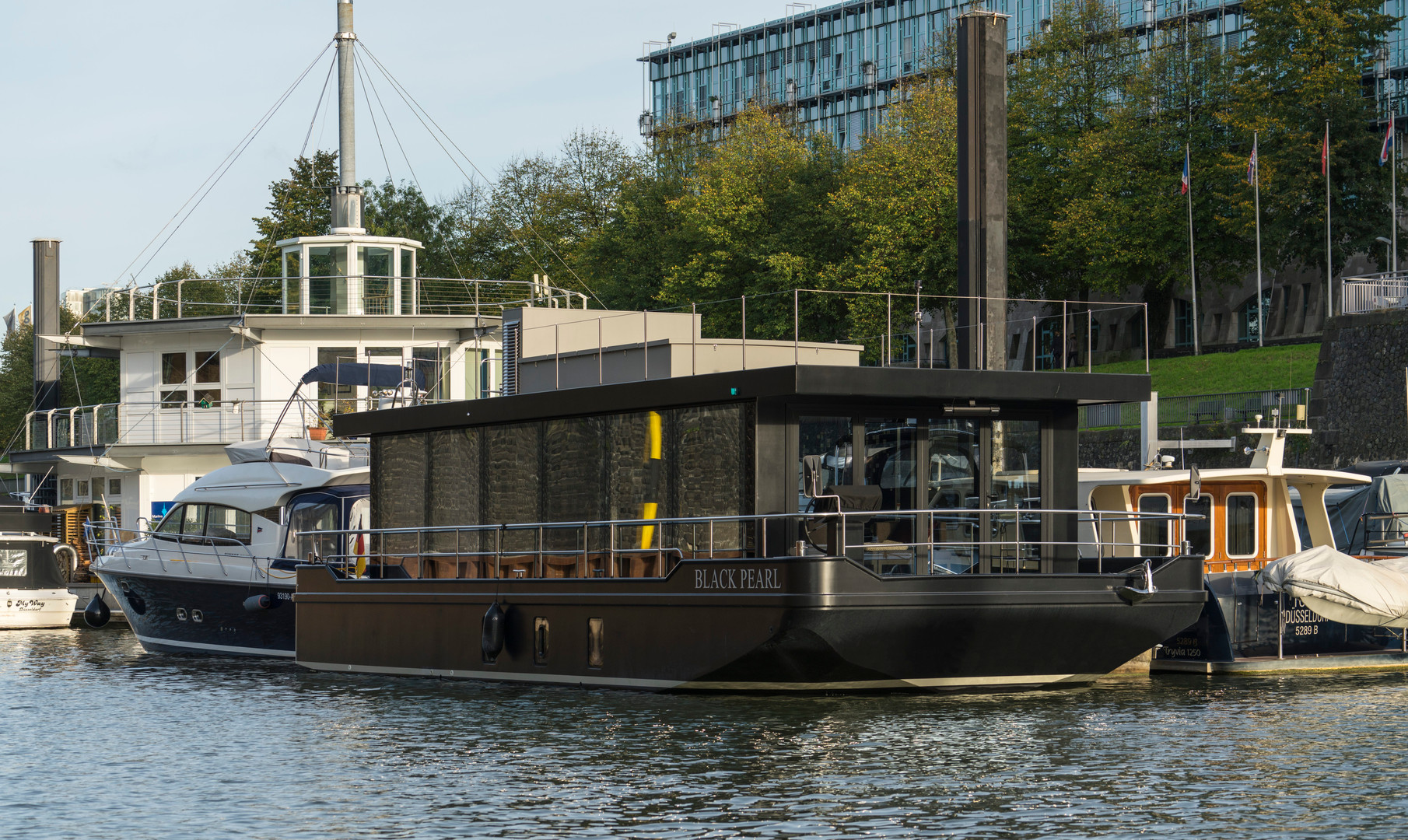 Cruising Home Hausboot - Black Pearl