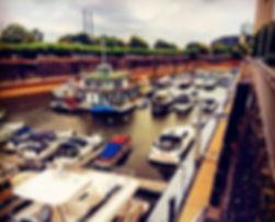 Niedrigwasser im Yachthafen Düsseldorf