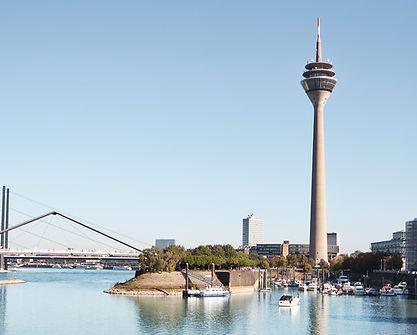 Einfahrt in die Marina Düsseldorf