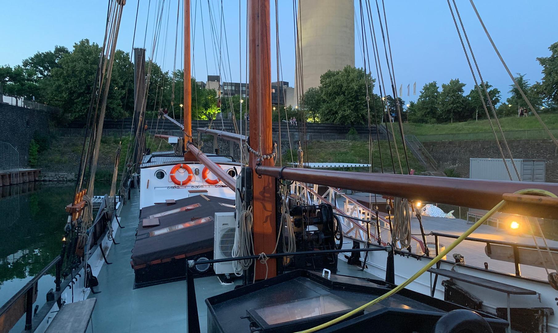 Im Hafen schlafen - Voorwaarts Düsseldorf