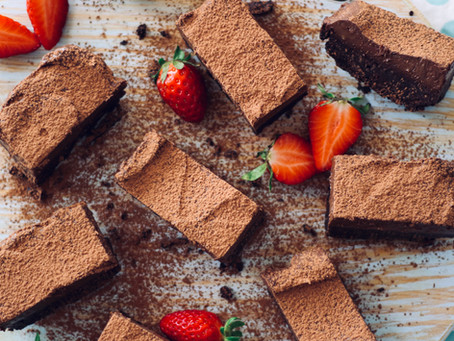 Brownies de chocolate com mousse de abacate