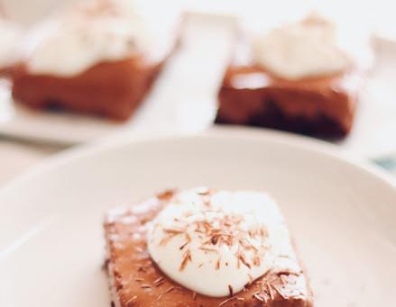 Brownies com cobertura de mousse de chocolate