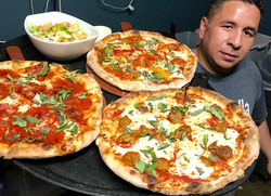jota con pizzas.jpg