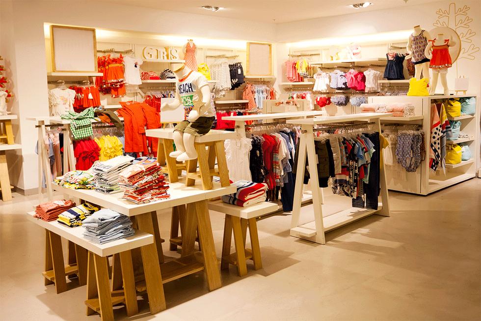 Interior de la ropa de los niños tienda