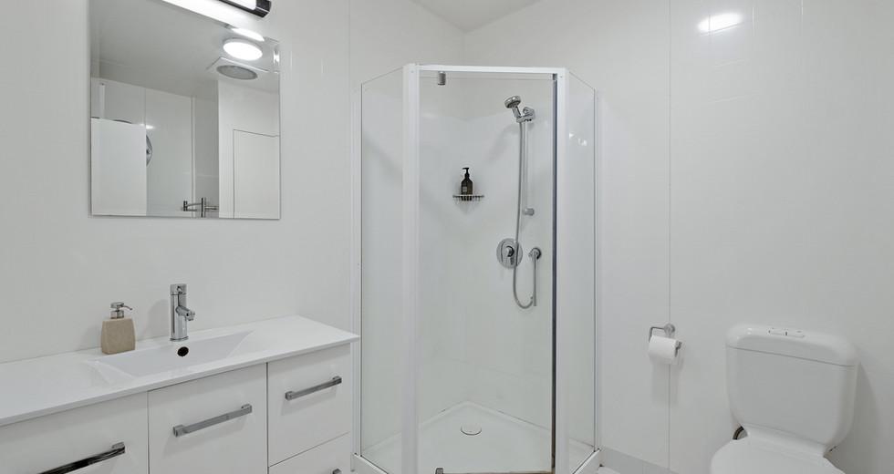Unit 6 bathroom.jpg