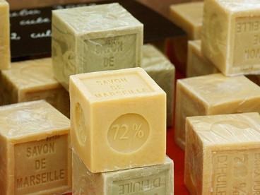 石鹸は何から出来てるの?香りの原料や素材まで徹底調査しました!