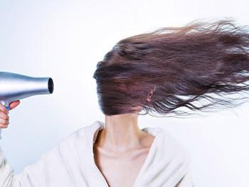 洗うたびに毛根が無くなっていく!抜け毛の原因はシャンプーだった!