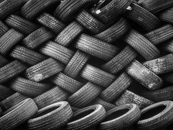 どうしてタイヤは黒しかないの?カラフルなタイヤが無い理由とは!