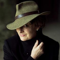 authors Minette Walters.jpg