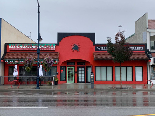 Mexican restaurant and Jewelry store facade
