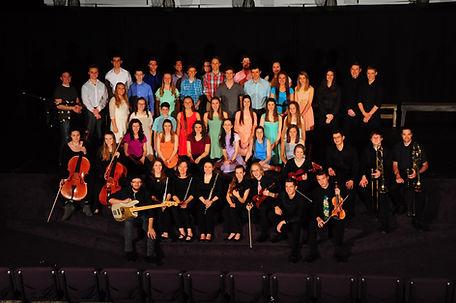 Cast and orchestra Pilgrim.jpg