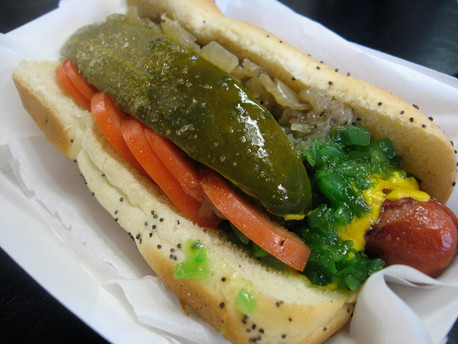 Chicago-style_hot_dog_2.jpg