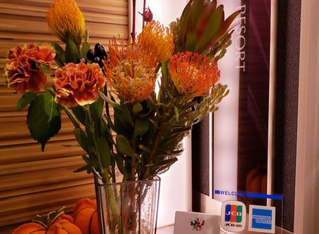 ホテルのお花は秋模様