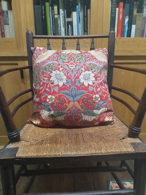 Cushion cover - Strawberry Thief (red)