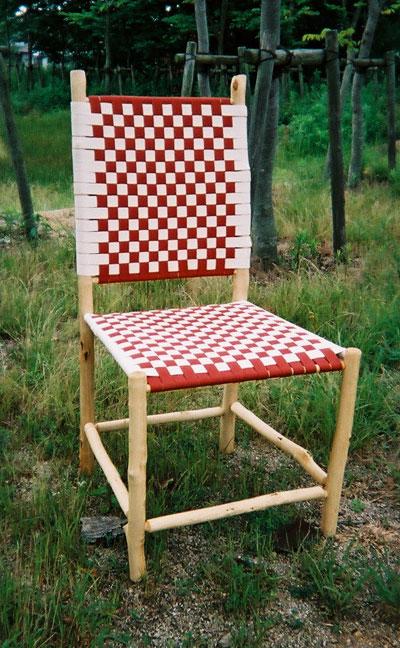 002 枝で作られた椅子
