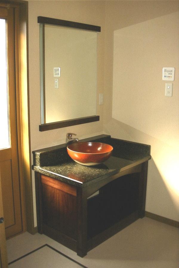 信楽陶器洗面所