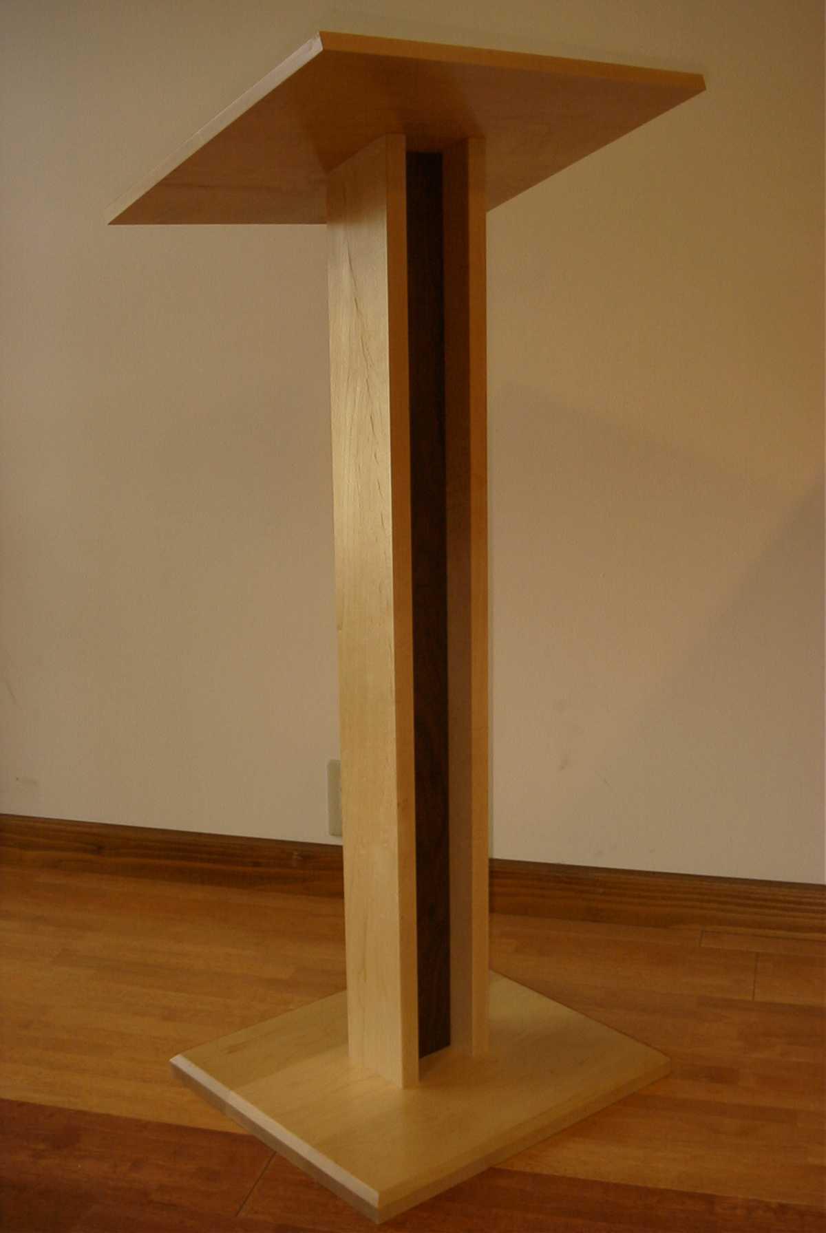 滝野川教会の聖書台