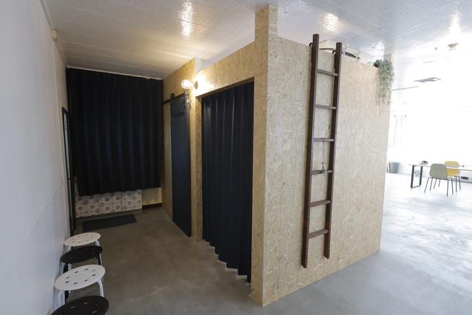 メイクルームカーテン
