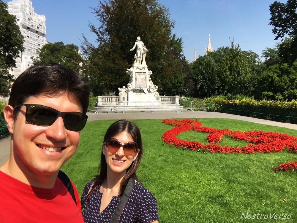 Monumento a Mozart no Burggarten em Viena