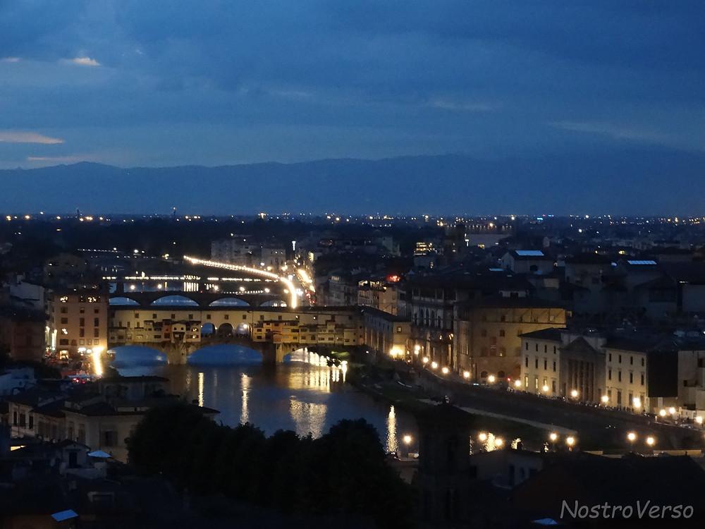 Vista noturna de Florença