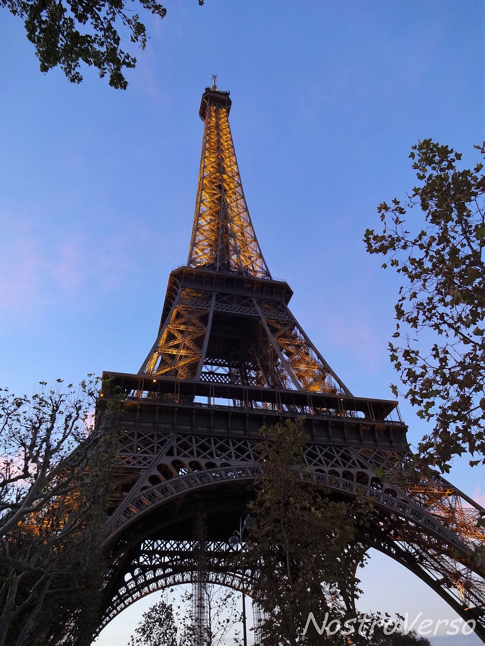 Torre Eiffel ao entardecer
