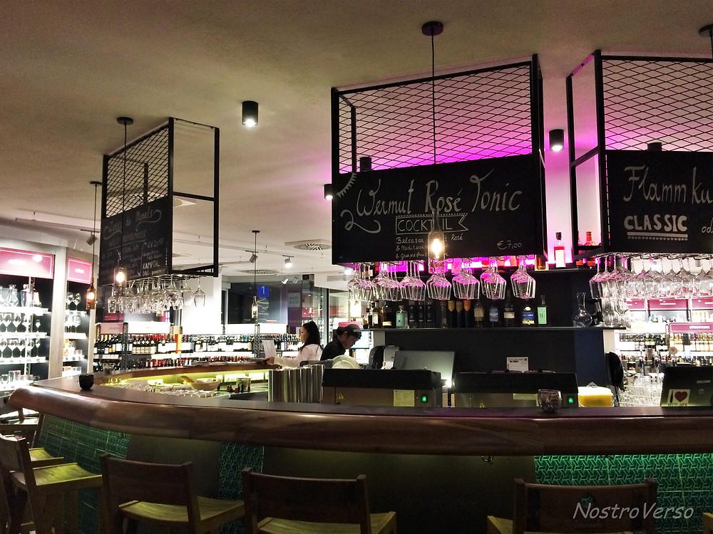 Winebar e loja de vinhos Wein & Co em Viena