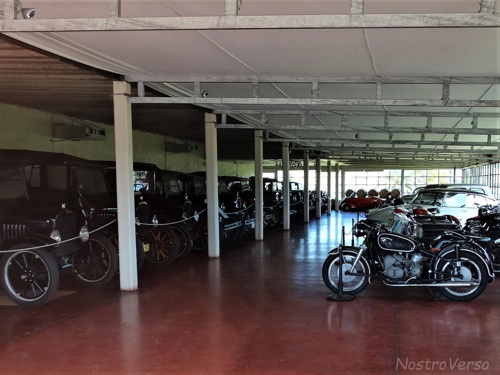 Coleção de carros antigos na Bodega Bouza