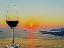 O sol e os vinhos de Santorini