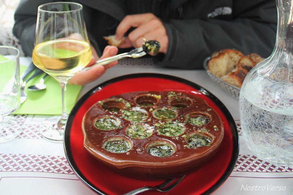Comendo escargot na Borgonha
