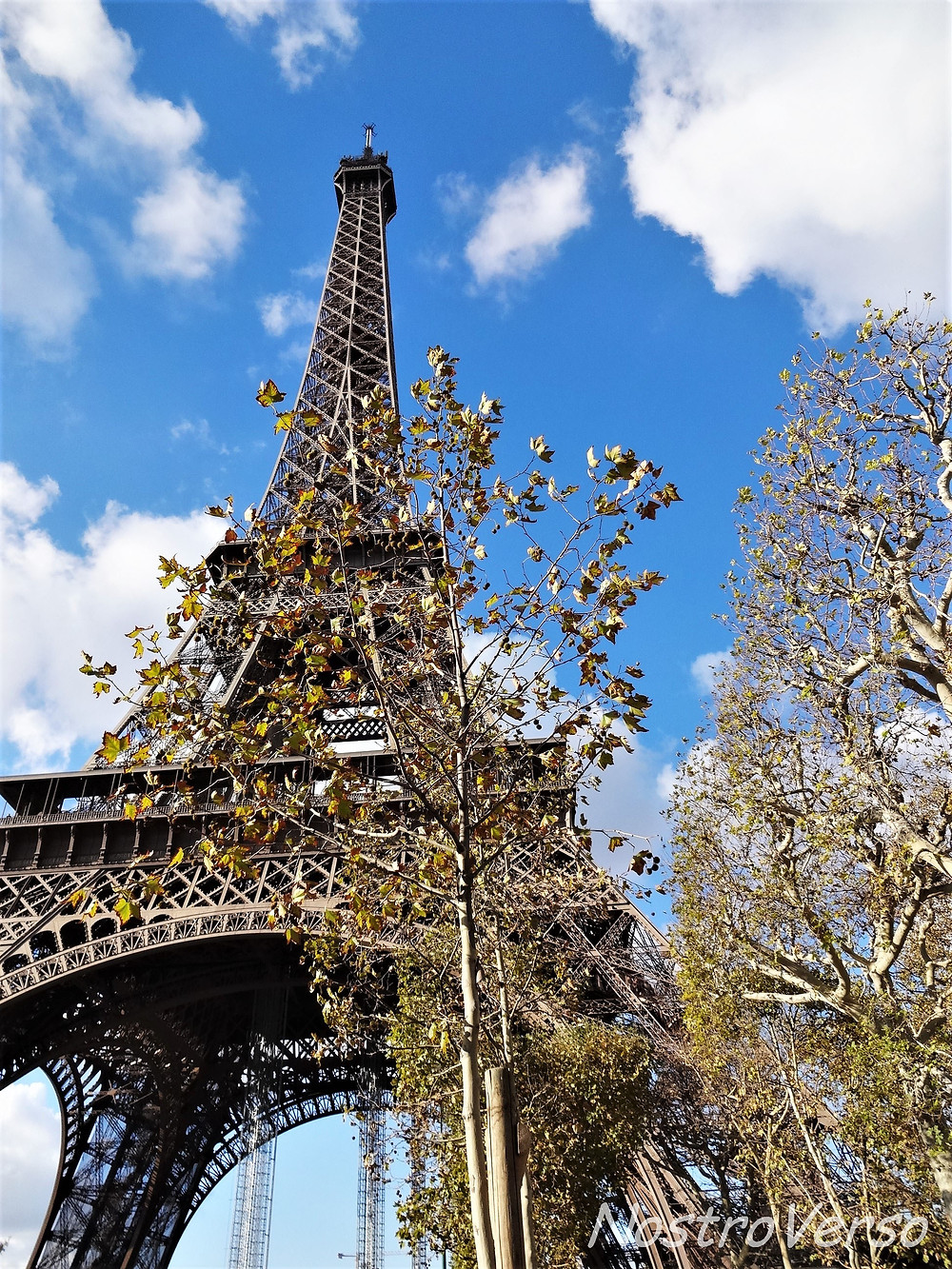 Torre Eiffel no outono