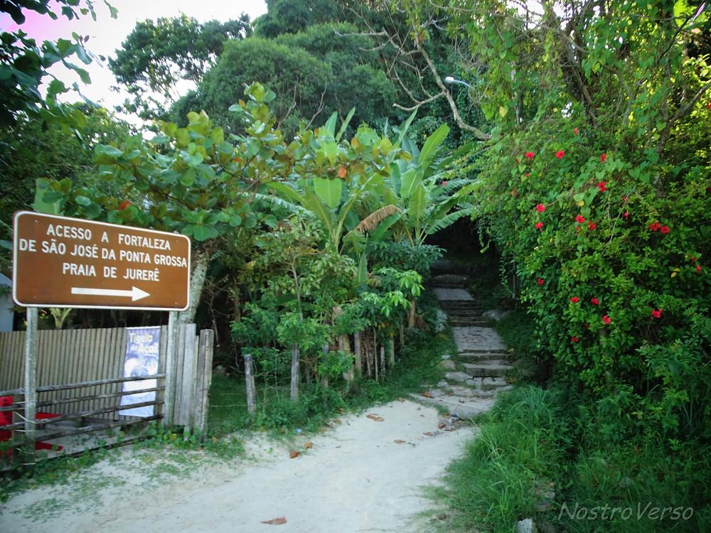Trilha para a Fortaleza entre a Praia do Forte e Jurerê