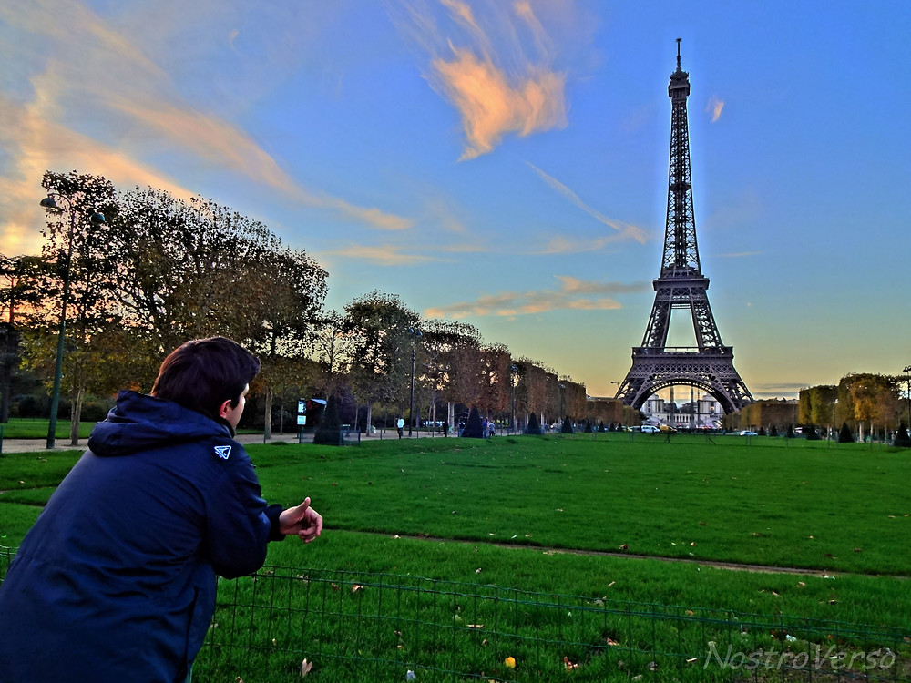 Torre Eiffel vista do Champ de Mars