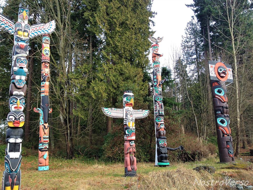 """""""Totem poles"""" no Stanley Park - Vancouver"""