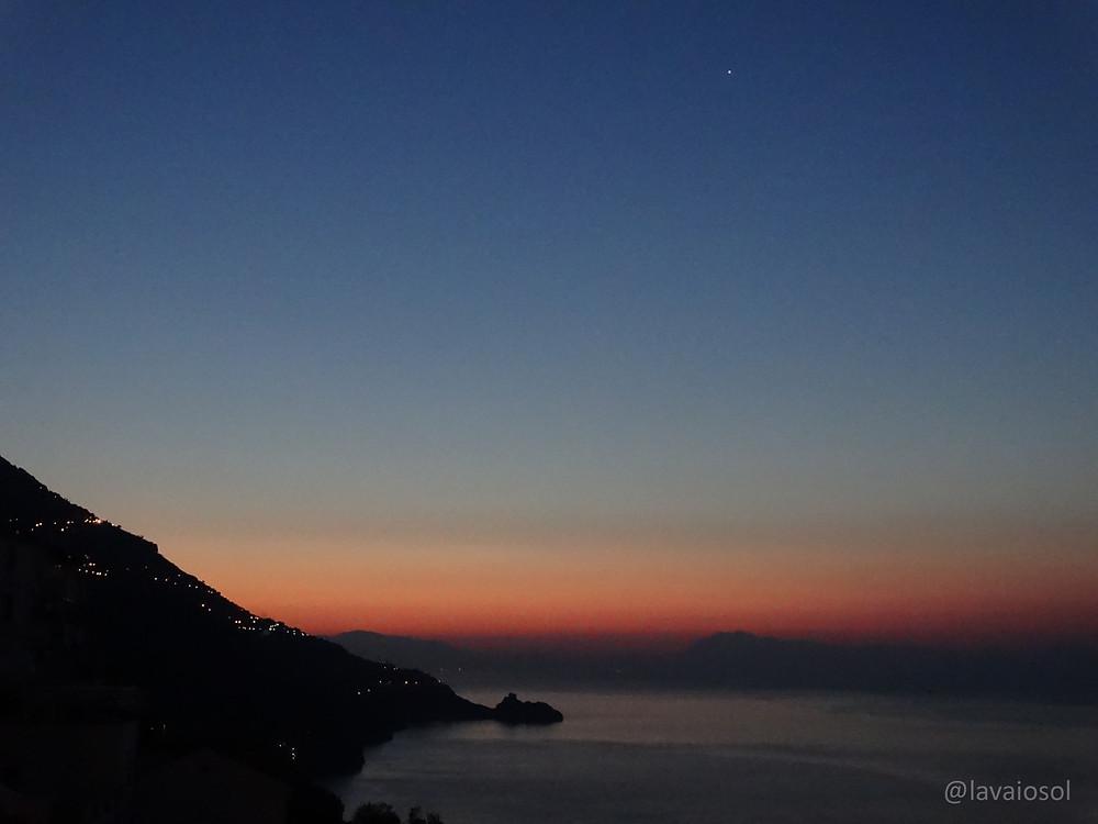 Nascer do sol na Costa Amalfitana - Itália