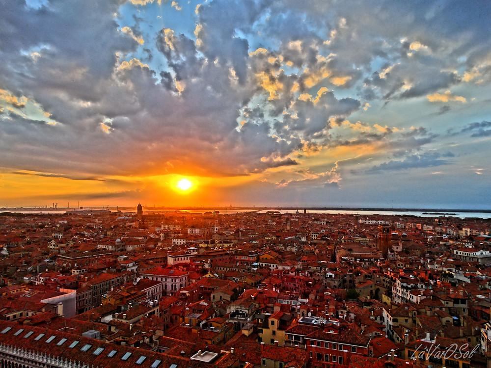 Espetáculo de pôr-do-sol em Veneza