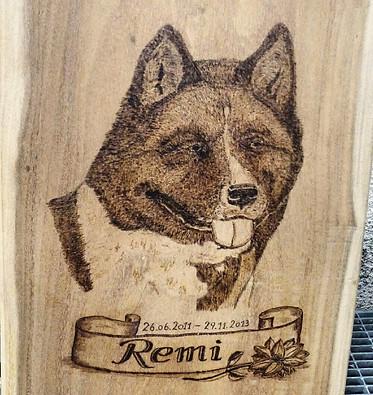 Hundeportrait in Holz - Dog Portrait burned into wood