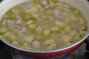 6 aylık bebekler için ek gıda elmalı ve patatesli tavuk püresi