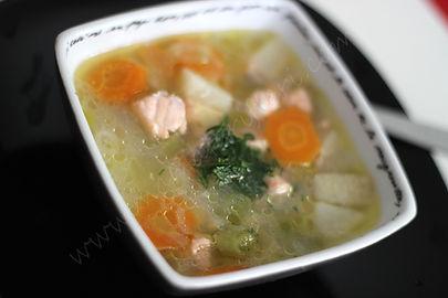 10 aylık bebekler için sebzeli somon çorbası