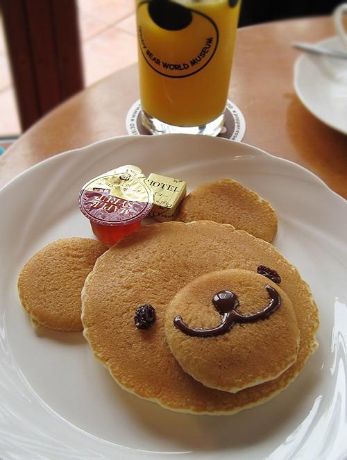 http://cutestfood.com/3469/bear-pancakes/