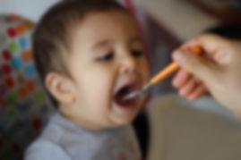 6 aylık bebekler için ek gıda meyveli yoğurt