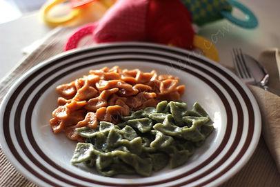 Tam tahıllı,iki renkli (ıspanaklı ve domatesli) ev yapımı makarna tarifii