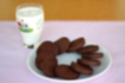 12 aylık bebekler ve daha büyük çocuklar için çikolatalı bisküvi tarifi