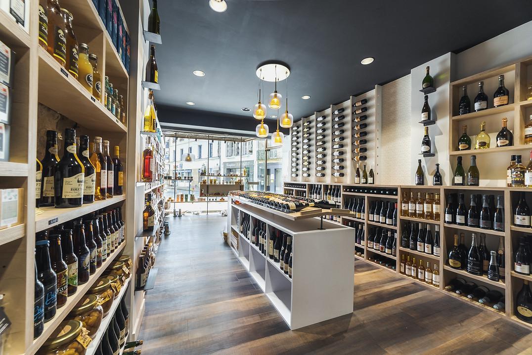 Usuel Design - Vins&Saveurs d'Alré - Rénovation - Agencement Cave Epicerie fine