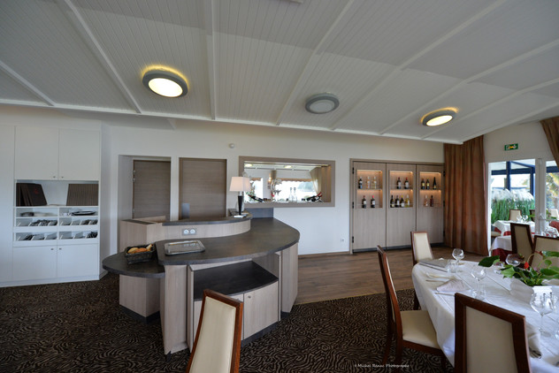 Usuel Design - Le Roof - Agencement Petit Déjeuner Cave Hotel